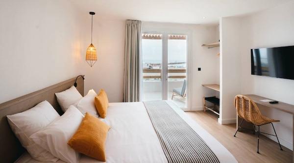 Hôtel sur front de mer en Camargue