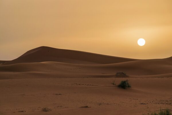 Lever de soleil dans le désert au Maroc