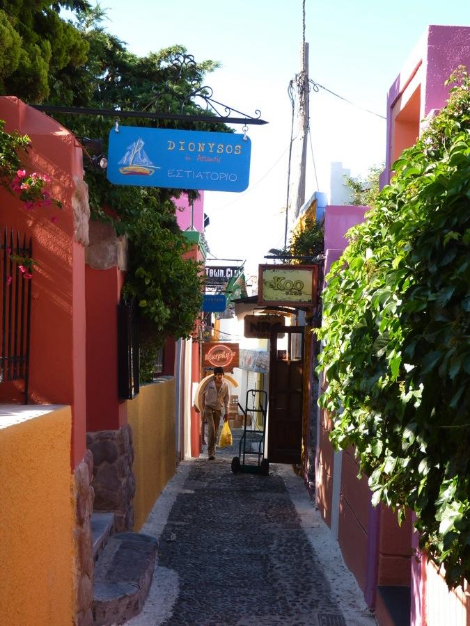 Ruelle de Fira à Santorin
