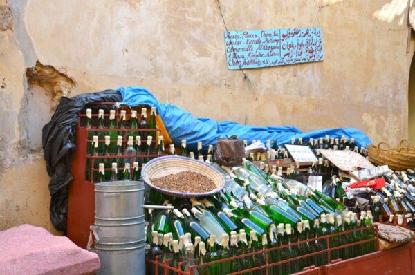 Médina de Fès - Vendeur d'eau de fleur d'orange et eau de rose
