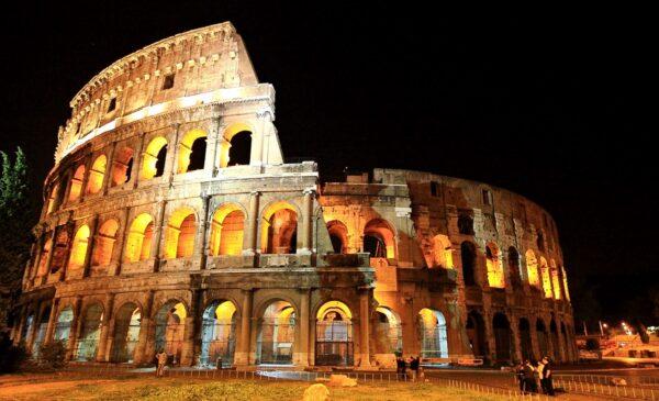 Colisée de Rome la nuit