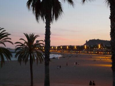 coucher de soleil plage à barcelone