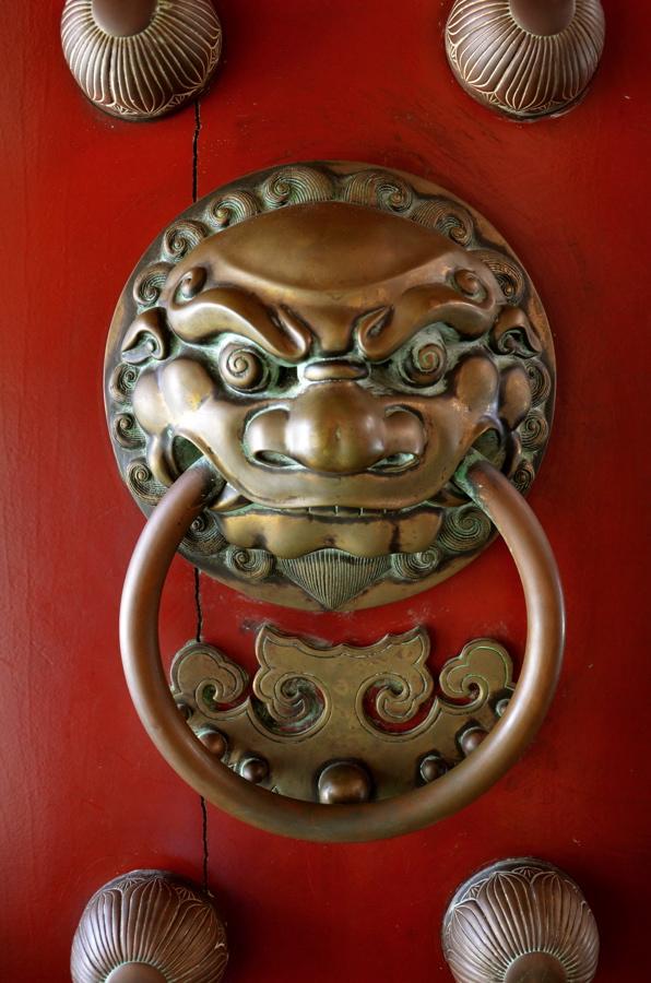Porte d'une temple bouddhiste de Singapour