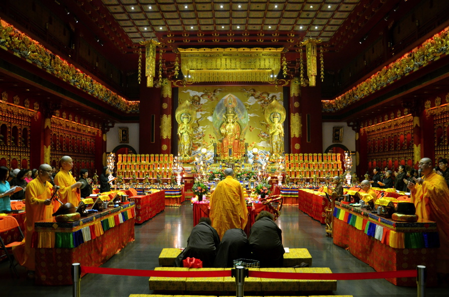 Cérémonie au Buddha Relic Tooth Temple