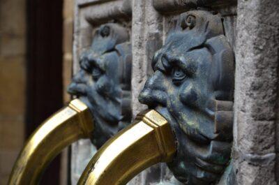Fontaine dans la maison Rubens à Anvers