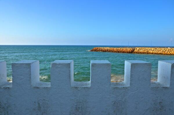 Mer et remparts à Asilah