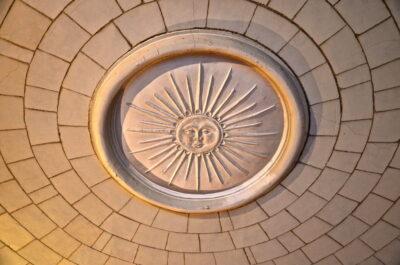 Roi soleil sur un plafond de la citadelle de Lille