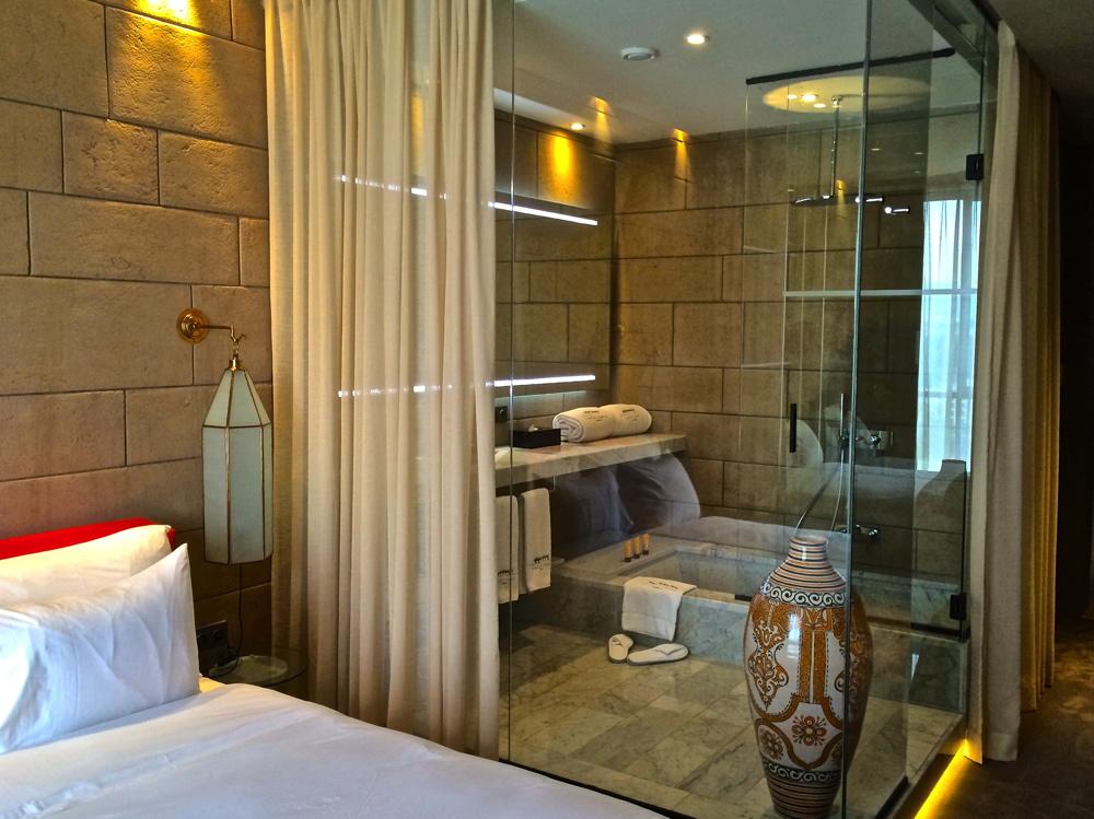 H tel sahrai f s le luxe mi chemin entre tradition et for Salle de bain hotel de luxe
