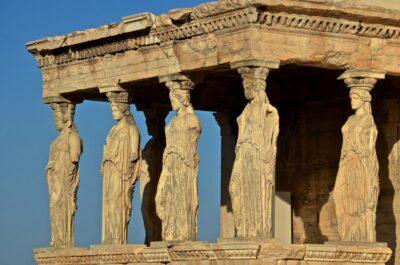 Caryatides sur l'Acropole d'Athènes