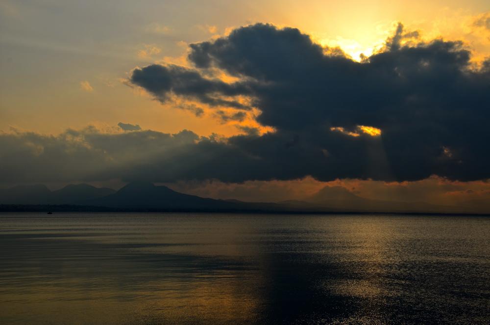 Coucher de soleil à Loutraki en Grèce