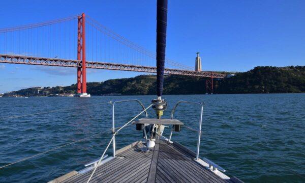 Voilier à Lisbonne : promenade en bateau sur le Tage à Lisbonne !
