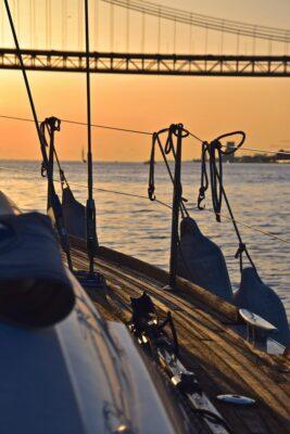 Balade en voilier sur le Tage à Lisbonne
