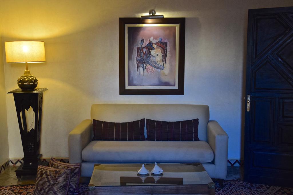 Coin salon dans la chambre du Riad Fès