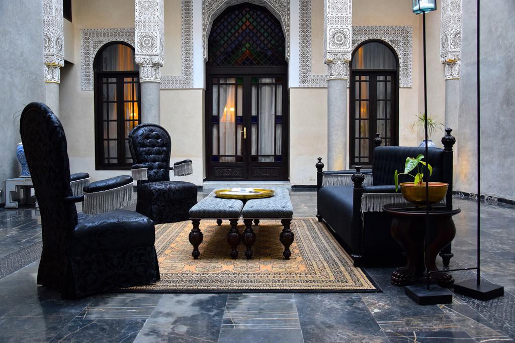 Salon baroque au Riad Fès