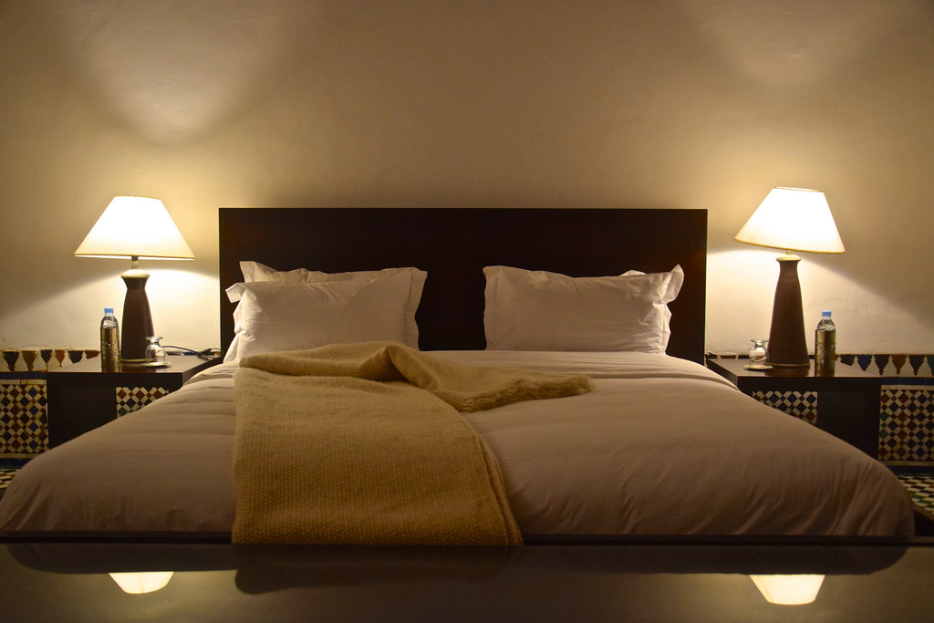Riad azahra un riad contemporain dans la m dina de rabat for Baignoire dans chambre a coucher
