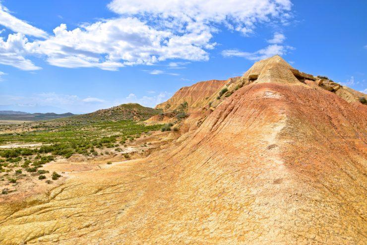 Mélange de couleurs dans le désert des Bardenas Reales