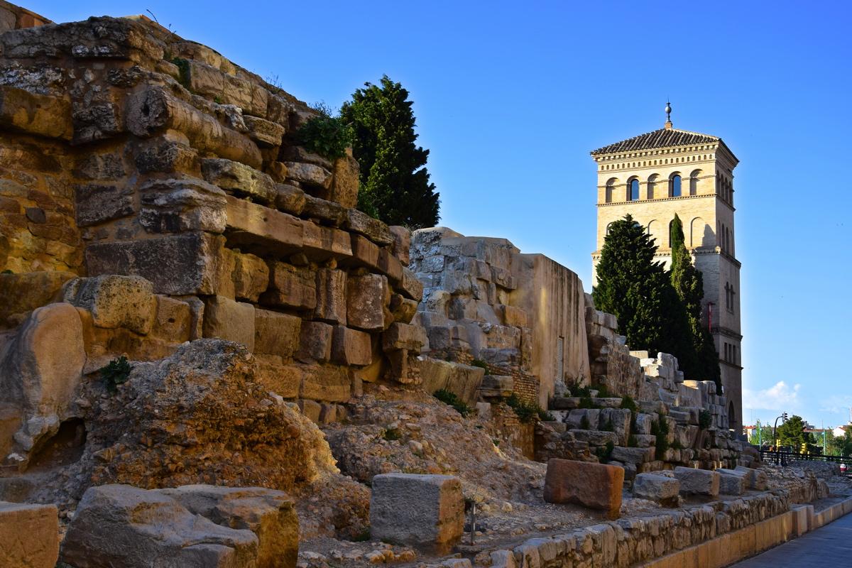 Muraille romaine et tour de la Zuda