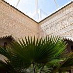 Stuc dans le patio du Riad Azahra