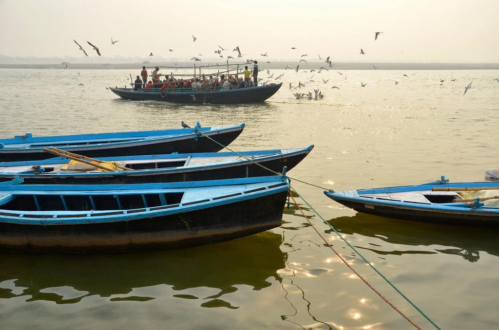 Bateaux sur le Gange à Varanasi