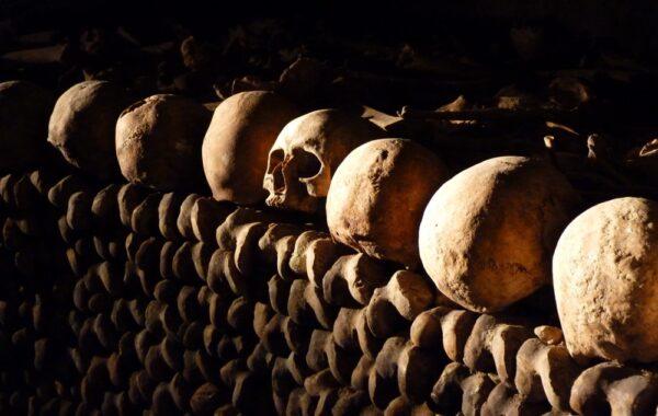 Découvrir les catacombes de Paris