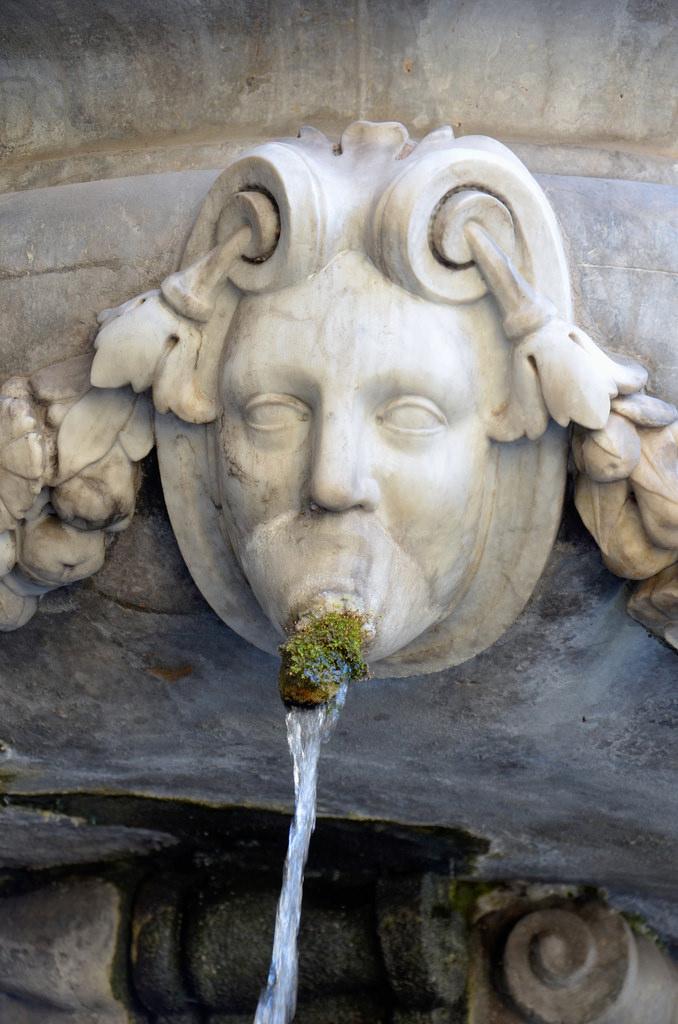 Fontaine dans les rues de Palerme