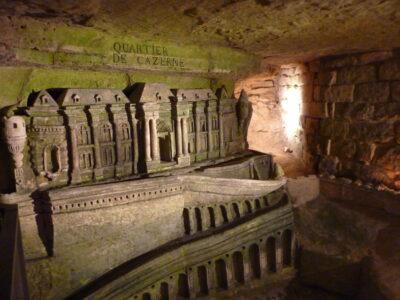 Sculptures dans les catacombes