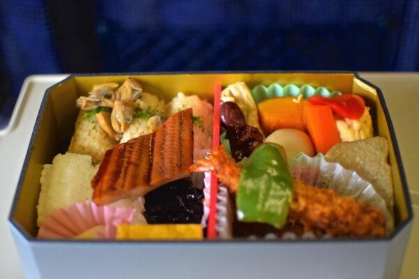 Bento dans un train au Japon