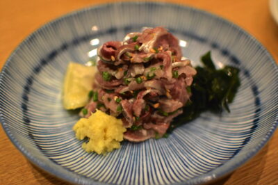 Sashimi de sardines dans un restaurant de Tokyo