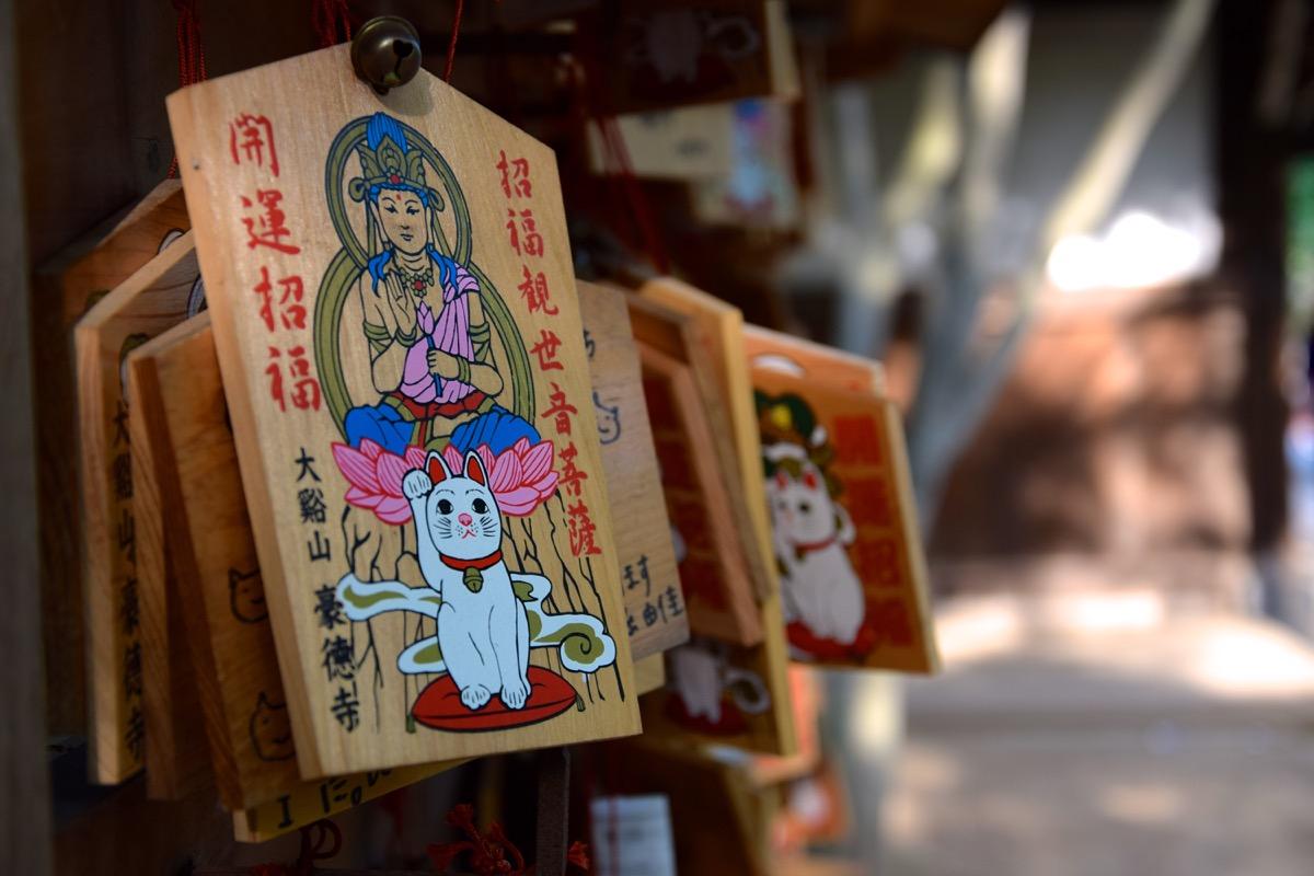 Ema à l'effigie du maneki-neko