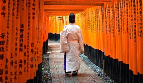 Fushimi Inari Taisha, le sanctuaire aux torii rouges