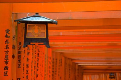 Lanterne et torii