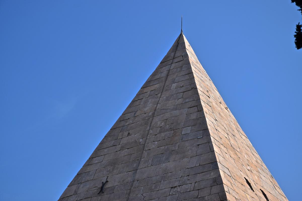 Pyramide de Cestius à Rome