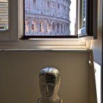 Salle de bain avec walking shower et vue sur le Colisée