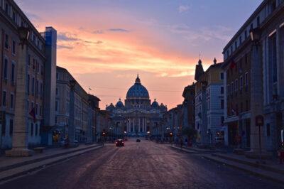 Coucher de soleil sur la basilique Saint-Pierre