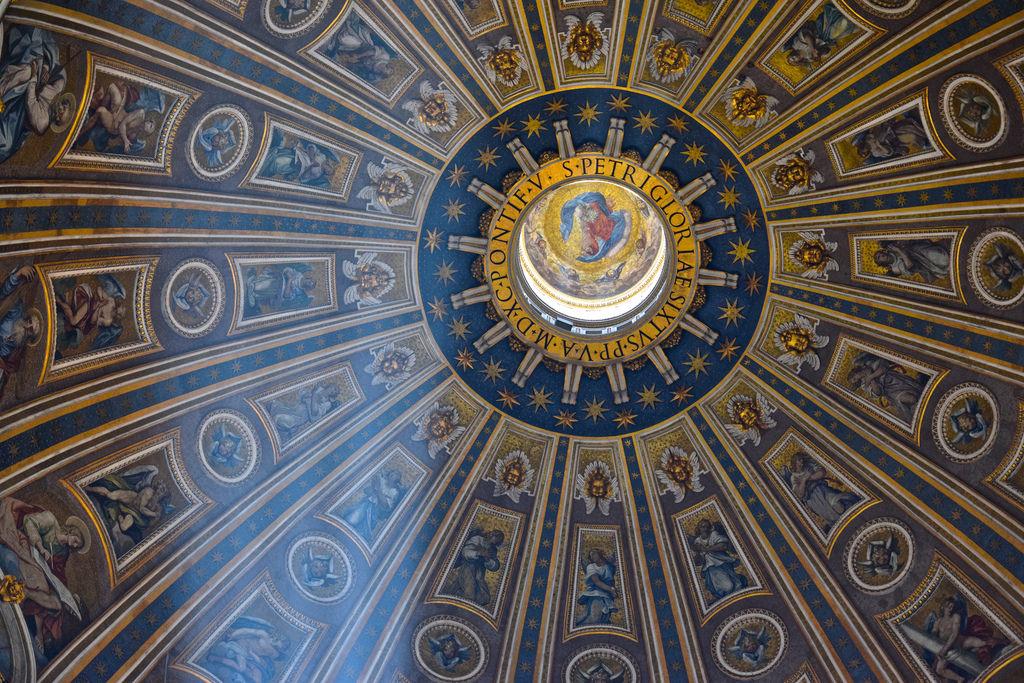 Intérieur du dôme de la basilique Saint-Pierre
