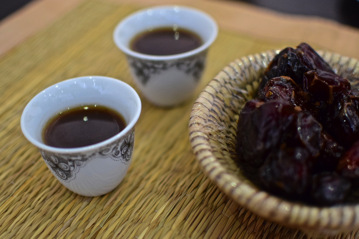 Dattes & café traditionnel à Nizwa, Oman