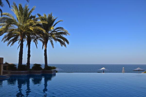Piscine de l'hôtel Shangri-La Al Husn