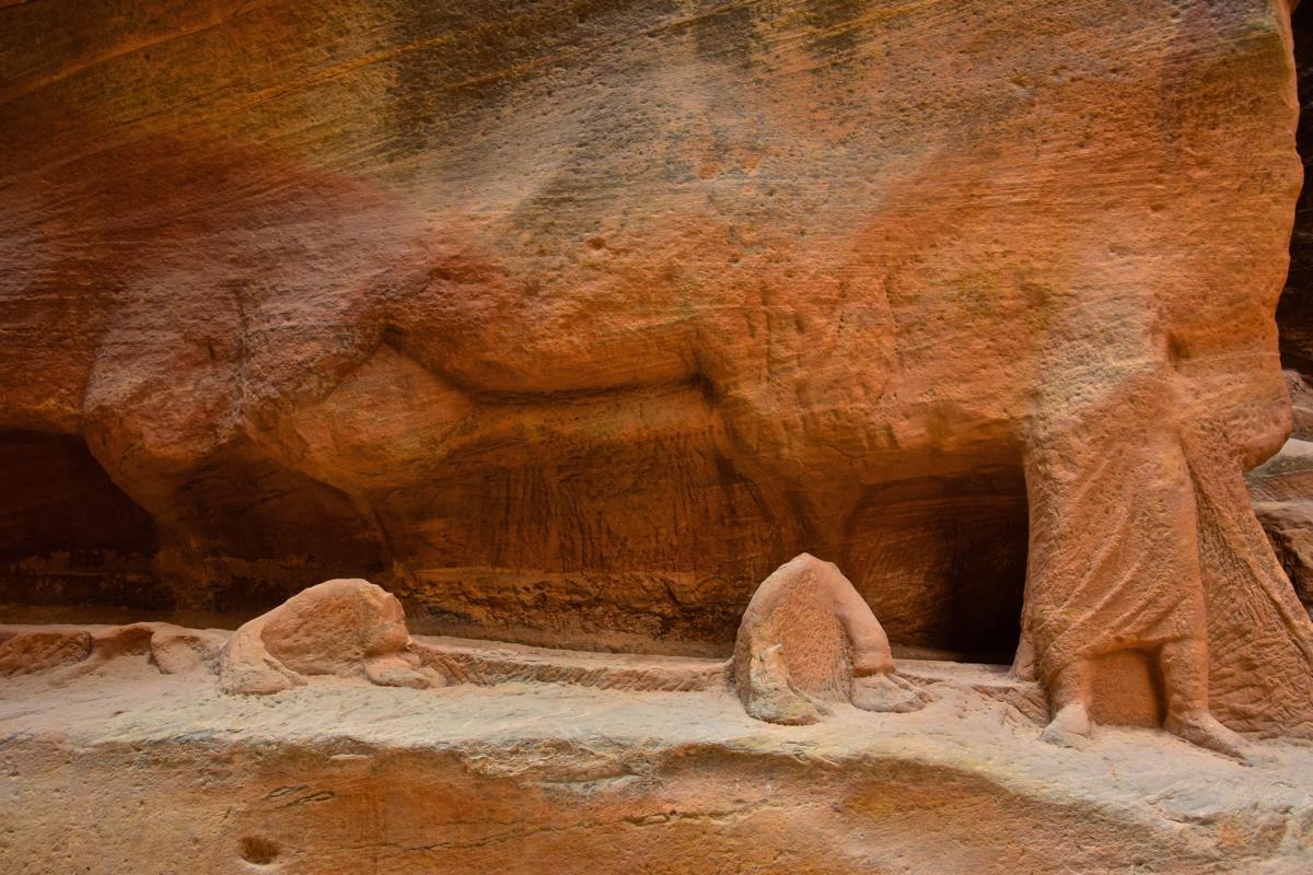 Sculpture dans le Siq de Pétra