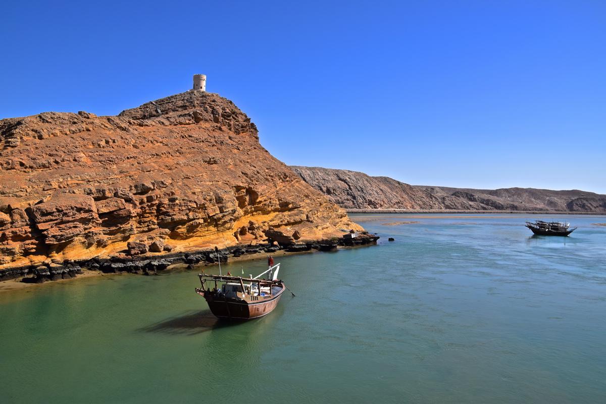 Dhow & falaise à Sour, Oman