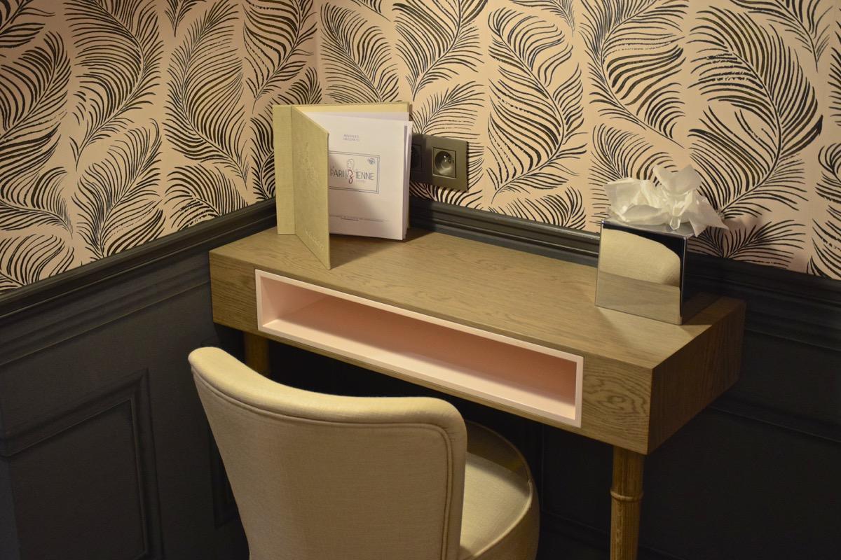 Bureau de la chambre à l'hôtel la Parizienne