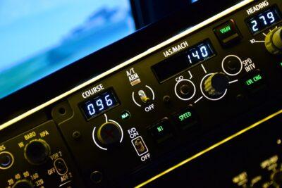 Cockpit d'un simulateur de Boeing 737