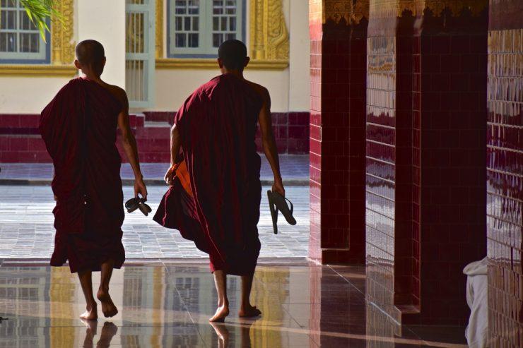 Bonzes au Mahamuni Temple de Mandalay