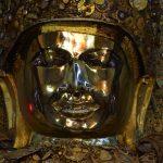 Bouddha Mahamuni à Mandalay