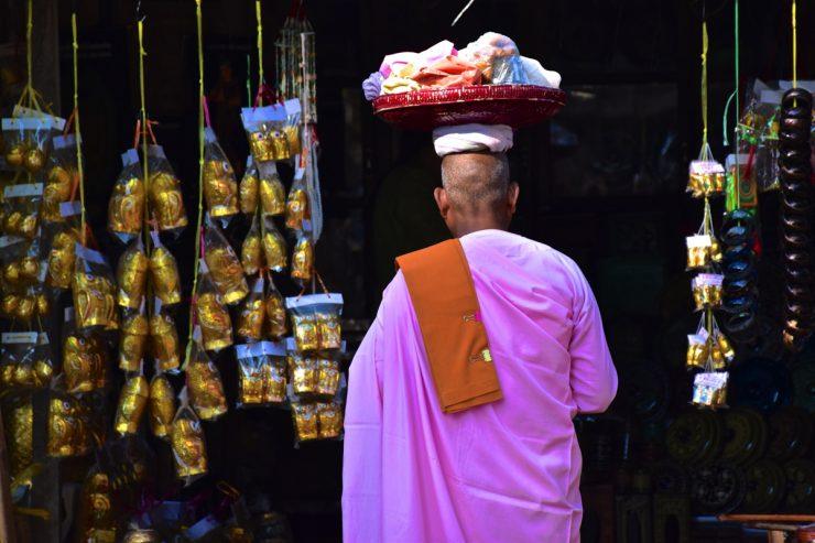 Nonne en Birmanie