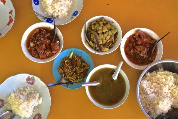 Repas au monastère Mahagandayon