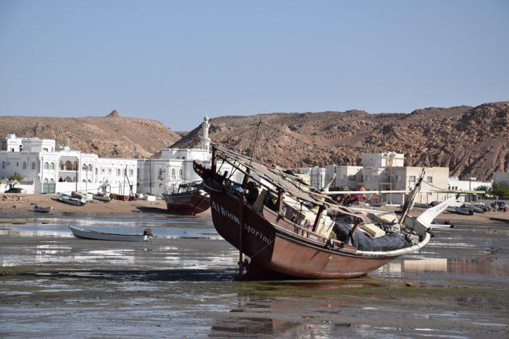 Boutre dans le port de Sour