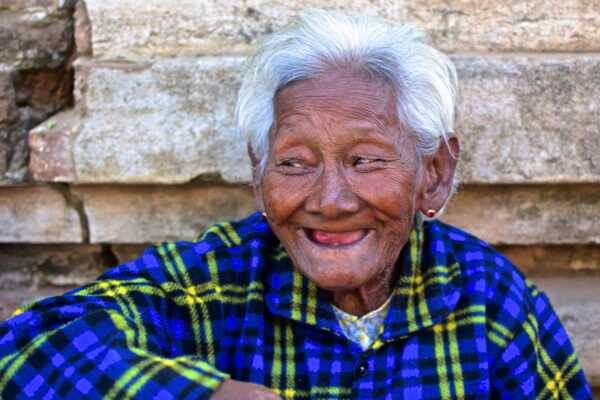Femme à Bagan