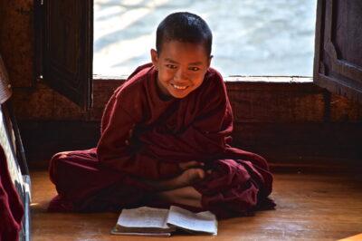 Jeune bonze dans un monastère