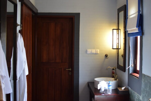 Salle de bain au Bagan Lodge