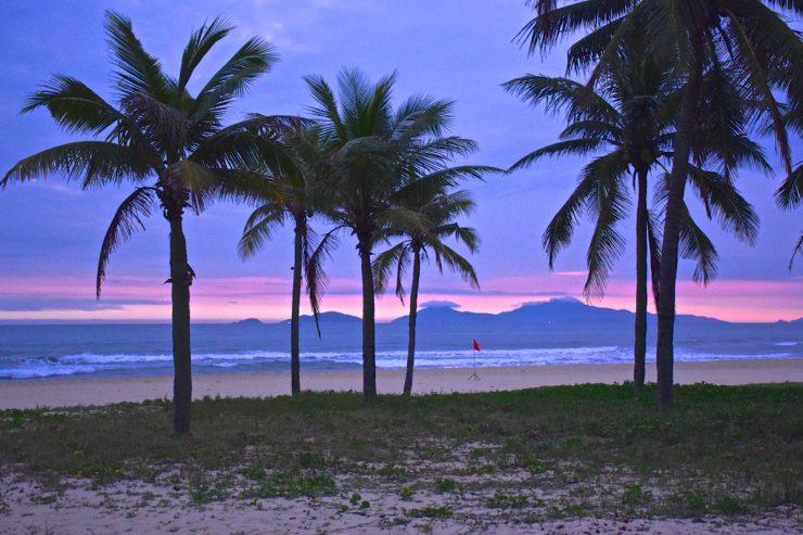 Sunrise depuis la plage du Nam Hai hotel